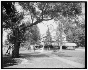 White Sulphur Hotel on the lakefront in Saratoga.  Seen here around 1910. (Library of Congress)